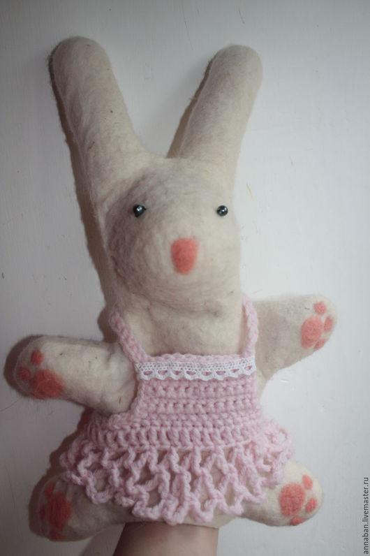 """Игрушки животные, ручной работы. Ярмарка Мастеров - ручная работа. Купить валяная игрушка-кукла на руку """"Зайчик"""". Handmade. Комбинированный"""