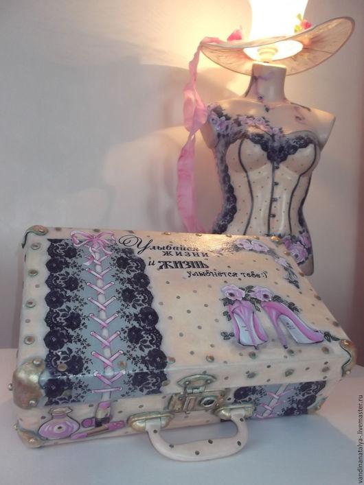 """Освещение ручной работы. Ярмарка Мастеров - ручная работа. Купить """"Мадам"""" и чемодан (торшер и чемоданчик). Handmade. Торшер, бежевый, краски"""