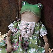 Мягкие игрушки ручной работы. Ярмарка Мастеров - ручная работа Лягушка Адель текстильная коллекционная интерьерная кукла подарок. Handmade.