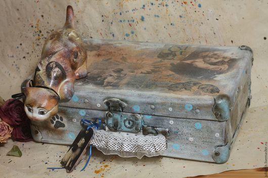 """Чемоданы ручной работы. Ярмарка Мастеров - ручная работа. Купить Чемоданчик """"Кошки"""". Handmade. Голубой, ретро, в горошек, декор"""
