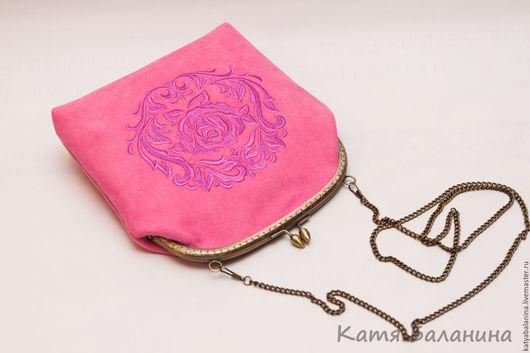 Женские сумки ручной работы. Ярмарка Мастеров - ручная работа. Купить замшевая сумочка на фермуаре с вышивкой Дамаск розовая. Handmade.