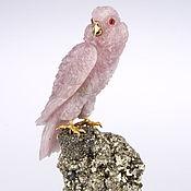 Статуэтки ручной работы. Ярмарка Мастеров - ручная работа Попугай из розового кварца на друзе пирита «Бонни». Handmade.