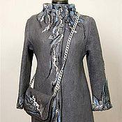 Серое пальто с орнаментом +сумочка