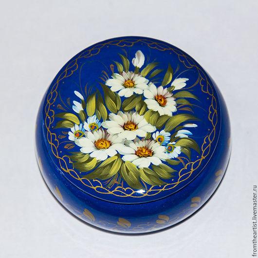 Шкатулка `Ромашки` на синем фоне
