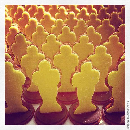 Кулинарные сувениры ручной работы. Ярмарка Мастеров - ручная работа. Купить Печенье/пряники в стиле Свадьбы - Оскар. Handmade. Украшение стола