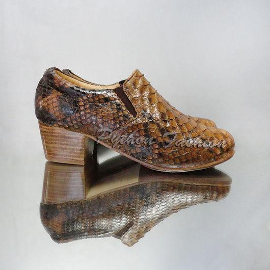 Лоферы из питона. Оригинальные лоферы из кожи питона на низком устойчивом каблуке. Модные женские лоферы из питона. Авторская женская обувь из питона ручной работы. Удобные лоферы из питона на заказ.