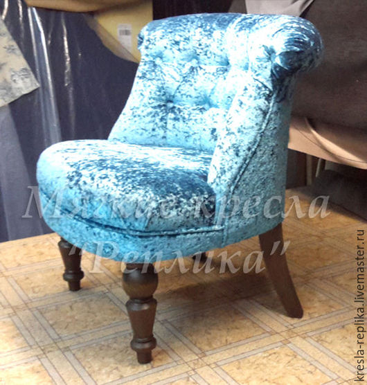 Маленькое кресло для дома голубое