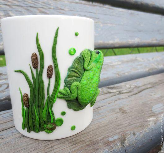 Кружки и чашки ручной работы. Ярмарка Мастеров - ручная работа. Купить Кружка Лягушка с декором из полимерной глины. Handmade. Зеленый