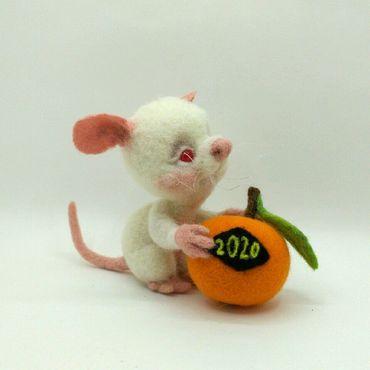 Куклы и игрушки ручной работы. Ярмарка Мастеров - ручная работа Крысенок с мандаринкой. Handmade.