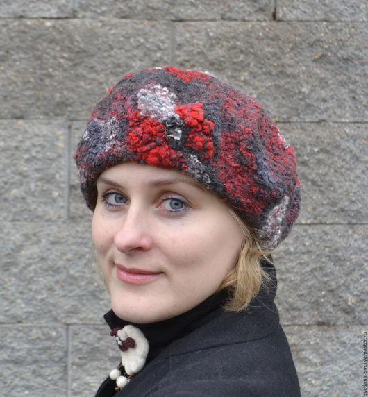 Валяный берет, теплый берет, шерстяной берет, стильный берет, берет ручной работы, женский берет, яркий берет, беретик, красно-серый, шапочка, шапка на зиму, оранжевый, берет из шерсти, красный берет.