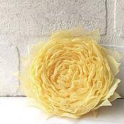 Украшения ручной работы. Ярмарка Мастеров - ручная работа Брошь, заколка с цветком из ткани. Желтая роза. Handmade.