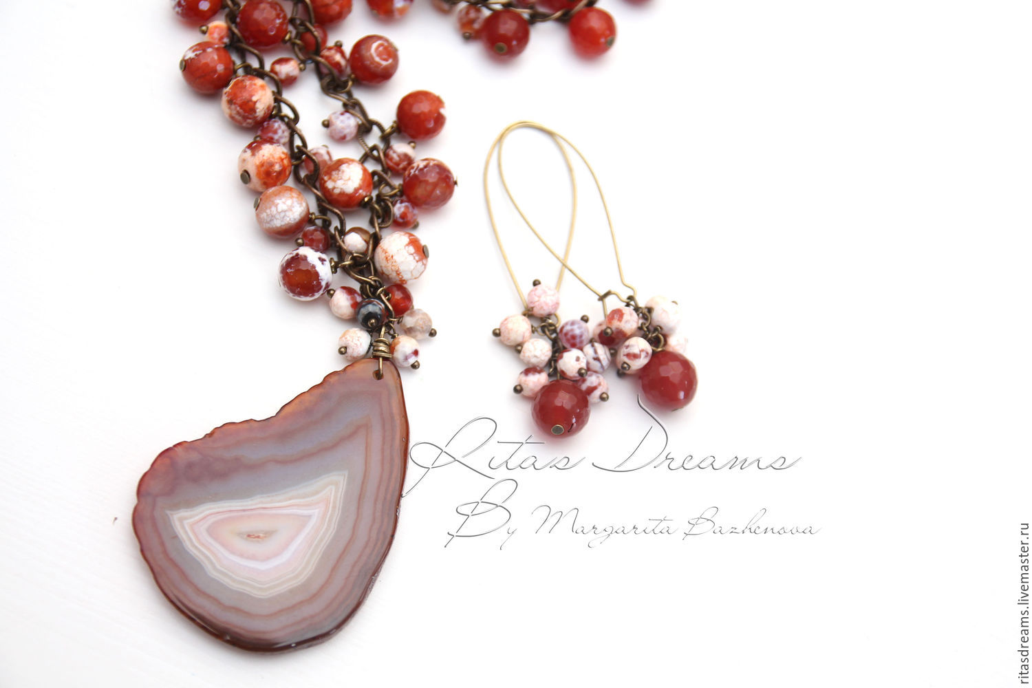 Chain necklace with large and small faceted beads of agate caramel and honey shades with a large agate slice in the center.