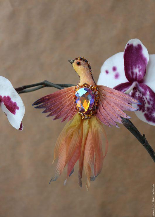 Броши ручной работы. Ярмарка Мастеров - ручная работа. Купить Брошь Жар-птица текстильная с кристаллом, золотая, оранжевая. Handmade.