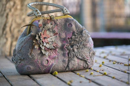 """Женские сумки ручной работы. Ярмарка Мастеров - ручная работа. Купить Сумка """"Розовый туман-2"""", сумка валяная, сумка с фермуаром. Handmade."""