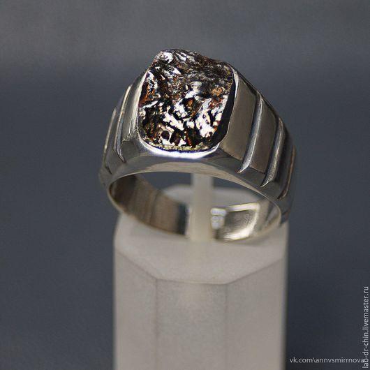 В наличии есть кольцо с другим фрагментом метеорита, более рельефным и, на мой взгляд более интересным. И оно последнее, больше я эту модель делать не буду.