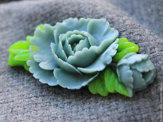 Кабошоны цветок из смолы, цветок серый Кабошоны из смолы в форме цветков помогут создать прекрасное и неповторимое украшение. Кабошон выполнен из эпоксидной смолы двух цветов