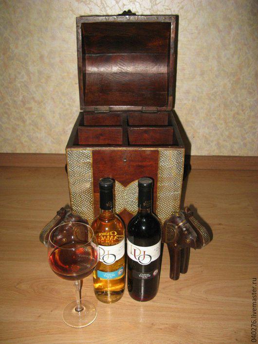 Сундук- бар `Слоны` на 4 бутылки. Индия, палисандр, медь,латунь, ручная работа. Размеры: (в-ш-г) 45- 40- 27 см. Цена 22000 рублей.