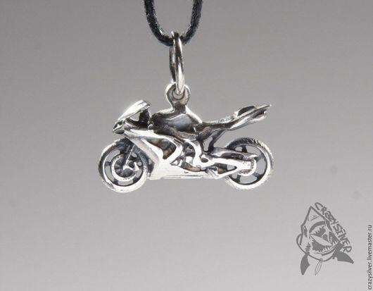 Мотоцикл Yamaha R1.  CRAZY SILVER ™.  Кулон ручной работы из серебра 925, максимальная детализация, масштабная копия спортивного мотоцикла Yamaha R1