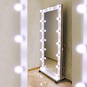 Зеркала ручной работы. Ярмарка Мастеров - ручная работа Напольное зеркало на подставке с колесами. Handmade.