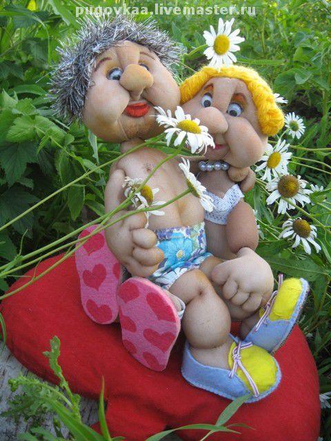 """Ярмарка мастеров. Meri&K\r\nЗабавная парочка в День любви и верности на природе...Солнце, лето, птички поют, а уж какие ромашки ароматные...""""Был бы милый рядом..."""" - думает Она, а Он:&quot"""