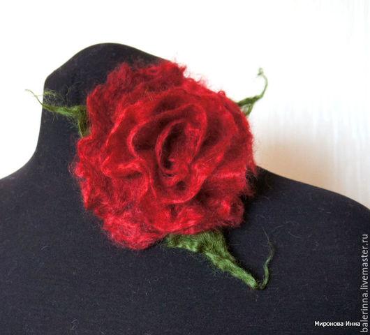 """Броши ручной работы. Ярмарка Мастеров - ручная работа. Купить Валяная брошь """"Пушистая роза"""" Тёмно-красная. Handmade. Брошь"""