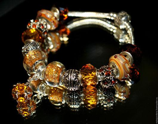 Браслет `Дочки-сыночки` выполнен из бусин lampwork Все шармы на браслете можно приобрести отдельно и создать свой собственный браслет.