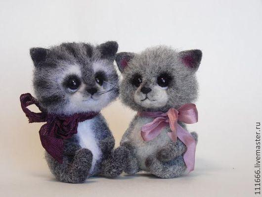 """Игрушки животные, ручной работы. Ярмарка Мастеров - ручная работа. Купить Игрушки из шерсти """"Кошки на ладошке"""". Handmade. Серый"""