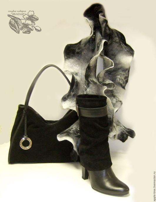 Шарф `Морозное утро`. Шарф выполнен в технике мокрого валяния из тонкой мериносовой шерсти, декорирован волокнами вискозы или шелка.   Возможны разные цветовые решения и размеры.