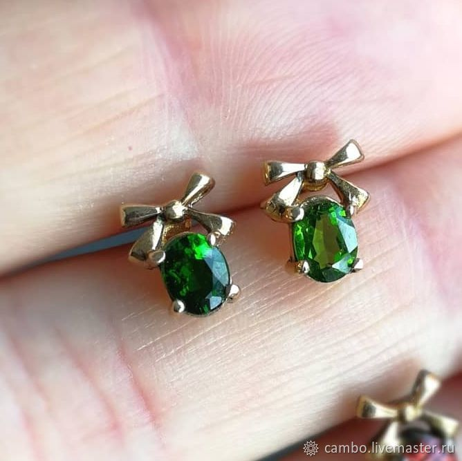 Stud earrings 'Bows' with chrome diopside, Stud earrings, Moscow,  Фото №1