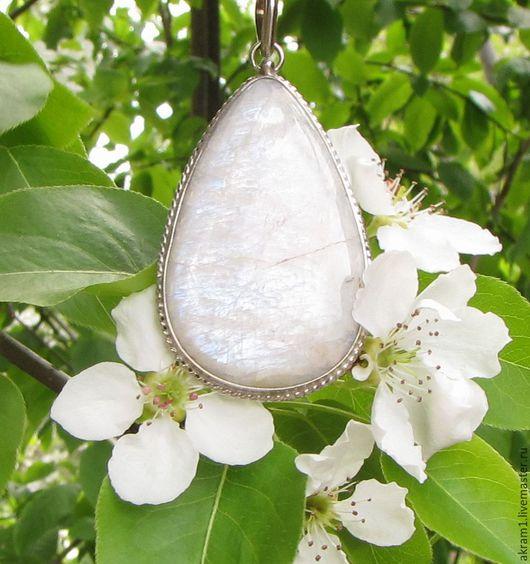 """Кулоны, подвески ручной работы. Ярмарка Мастеров - ручная работа. Купить Кулон """"Сады цветут..."""" с лунным камнем. Handmade."""