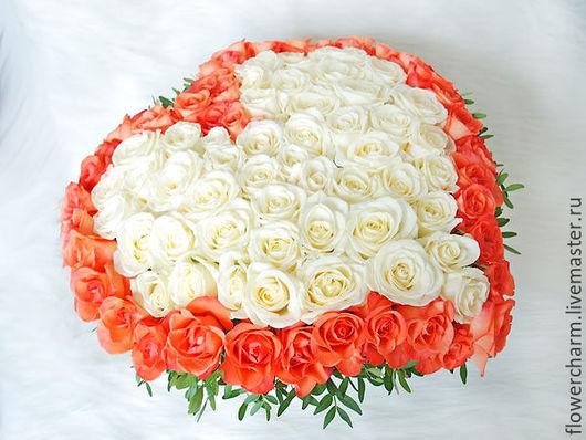 Сердце из живых цветов на День Святого Валентина