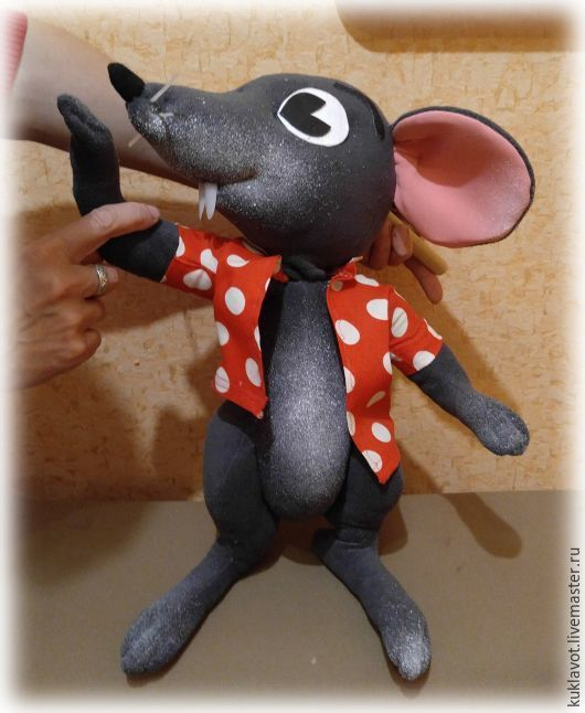 The Puppet Theatre.Tablet doll mouse