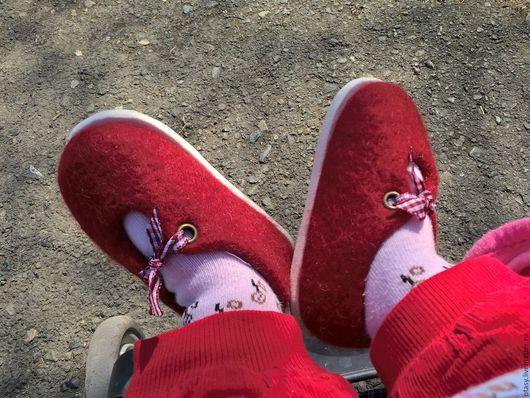 Обувь ручной работы. Ярмарка Мастеров - ручная работа. Купить Туфельки валяные для девочки Первые шаги. Handmade. Ярко-красный