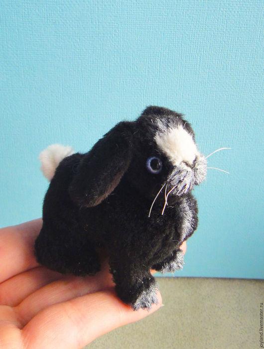 Миниатюра ручной работы. Ярмарка Мастеров - ручная работа. Купить Кролик Морено. Handmade. Чёрно-белый, подарок, заяц