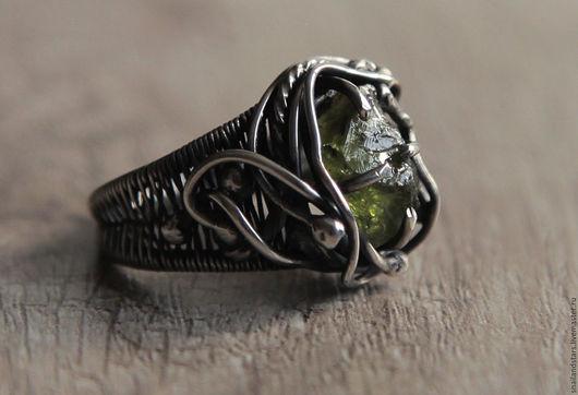 Кольца ручной работы. Ярмарка Мастеров - ручная работа. Купить Серебряное кольцо с хризолитом. Handmade. Комбинированный, кольцо из проволоки