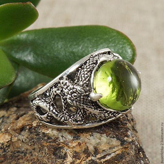 Кольца ручной работы. Ярмарка Мастеров - ручная работа. Купить Перстень Змеи (оливковое стекло). Handmade. Подарок девушке женщине