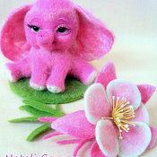 """Куклы и игрушки ручной работы. Ярмарка Мастеров - ручная работа игрушка слоненок с брошью-цветком """"Розовая Аквилегия"""". Handmade."""