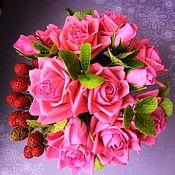 Цветы и флористика ручной работы. Ярмарка Мастеров - ручная работа Интерьерная композиция розовый розы и малина из холодного фарфора. Handmade.