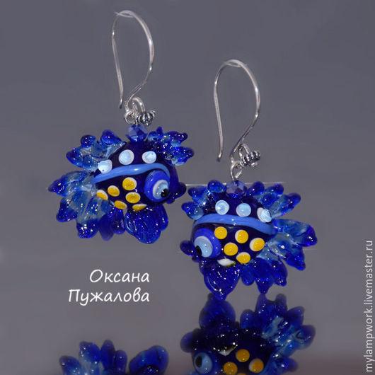 Серьги из муранского стекла и серебра `Синие с желтым рыбки`