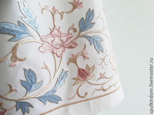 Скатерть с вышивкой `Принцесса Монако`.  `Шпулькин дом` мастерская вышивки