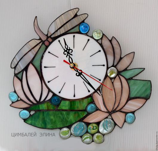 """Часы для дома ручной работы. Ярмарка Мастеров - ручная работа. Купить Витражные часы """"Стрекоза на кувшинках"""". Handmade. Комбинированный, стрекоза"""
