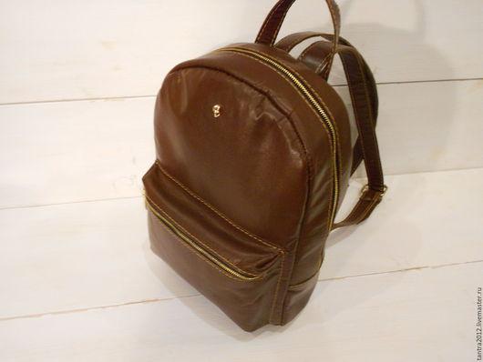 Женский рюкзак из кожи.