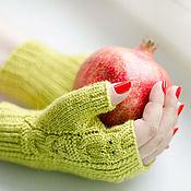 Аксессуары ручной работы. Ярмарка Мастеров - ручная работа Зеленые митенки с совами. Handmade.