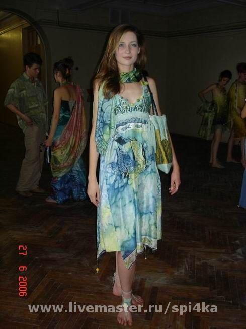 Лиф выполнен  в технике гобелен, юбка и палантин - холодный батик.