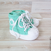Работы для детей, handmade. Livemaster - original item Booties sneakers, sneakers knitted, mint color, gift for discharge. Handmade.