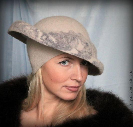 """Шляпы ручной работы. Ярмарка Мастеров - ручная работа. Купить Дамская шляпка """"Горы и туман"""". Handmade. Бежевый, теплая шляпка"""
