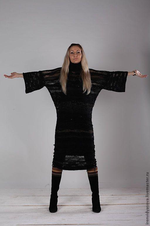 Платье вязаное вручную спицами с применением 10 видов черной пряжи, разной фактуры, на подкладке, в боковые швы вставлены шнурки, связанные крючком. Очень эффектно и дорого смотрится.