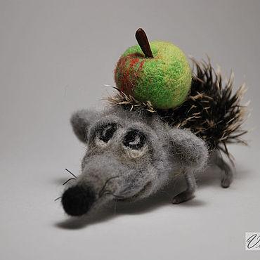 Миниатюрные игрушки из шерсти Ежик с яблоком