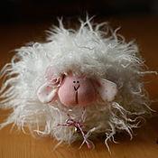 Мягкие игрушки ручной работы. Ярмарка Мастеров - ручная работа Мягкие игрушки: овечка. Handmade.