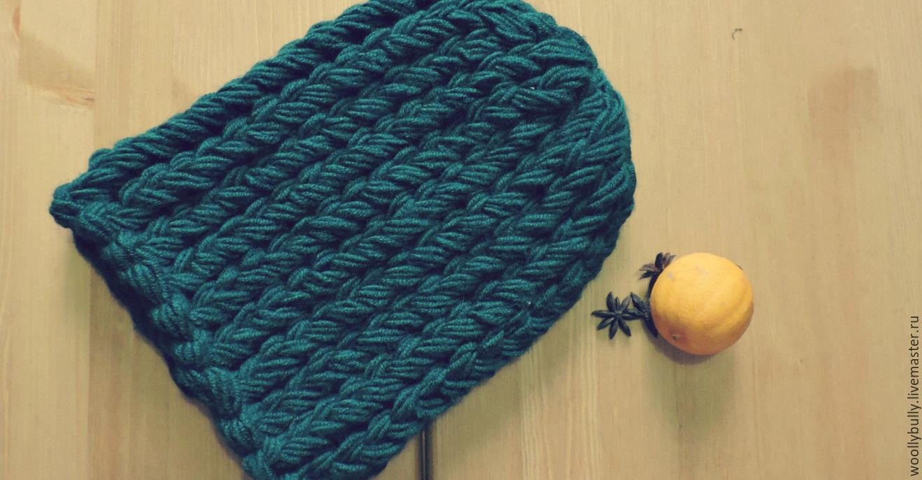 Как вязать толстыми нитками шапку и спицами